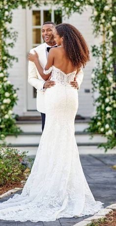 Lace mermaid wedding dress with off the shoulder strap and deep sweetheart neckline | Romantic bride and groom photo | Martina Liana Fall 2020 Wedding Dresses - Style 1175 - Belle The Magazine #weddingdress #weddingdresses #bridalgown #bridal #bridalgowns #weddinggown #bridetobe #weddings #bride #dreamdress #bridalcollection #bridaldress #dress See more gorgeous bridal gowns by clicking on the photo Lace Mermaid Wedding Dress, Gorgeous Wedding Dress, Wedding Looks, Wedding Dress Styles, Bridal Looks, Designer Wedding Dresses, Bridal Style, Bridal Dresses, Wedding Pins