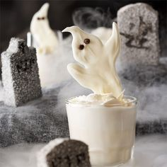 Have your little ghouls help make these Sweet White Chocolate Ghosts! For more kid-friendly Halloween treats: http://www.bhg.com/halloween/recipes/halloween-treats-kids-can-make/?socsrc=bhgpin090813whitechocolateghosts=1