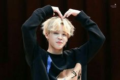 Find images and videos about bts and jimin on We Heart It - the app to get lost in what you love. Park Ji Min, Bts Jimin, Bts Bangtan Boy, Seokjin, Namjoon, Taehyung, Foto Bts, Yoonmin, Jikook