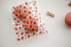 Dailylike tiene una amplia colección de papeles, sobres, textil adhesivo, textil y masking tape entre otros, con agradables y acogedores estampados de diseños exclusivos.