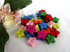 10 Stück Kinderknöpfe Knopf Knöpfe 25 mm 2 cm Blumen Rot und Weiß NEU