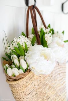 Spring Mudroom Decor | Get Spring decorating ideas from this Spring mudroom decor styled with inspiration from the flower market. #spring #mudroom #farmhousedecor