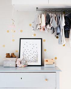 ZirbenLüfter Cube mini für Räume bis 15 qm, sehr gut geeignet für das Kinderzimmer, da besonders Babys und Kinder unter belasteter, schlechter Raumluft leiden. Gesunder Schlaf für ihr Kind mit der Wirkung der Zirbe und der natürlich verbesserten Raumluft Wardrobe Rack, Cube, Toddler Bed, Kids Rugs, Mini, Inspiration, Furniture, Leiden, Babys