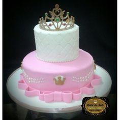 Bolo Princesa com Coroa Rosa