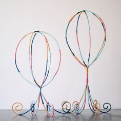 This might be a tutorial for a hat stand, but I see adorable hot air balloons! party decor anyone?