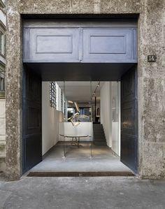 Baroquisme Collection by Architect and Art Designer Vincenzo De Cotiis — anniversary magazine Entrance Design, Facade Design, Metal Patio Furniture, Furniture Design, Vincenzo De Cotiis, Study Architecture, Interior Design Magazine, Global Design, Retail Space