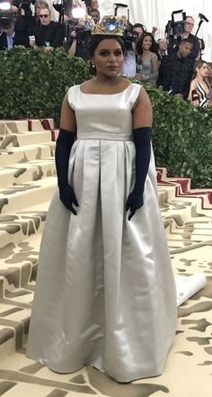 Mindy Kaling in Vassilis Zoulias attends the 2018 Met Gala in NYC. #bestdressed kondylatos crown