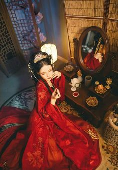 Chinese Traditional Costume, Traditional Dresses, Exotic Women, Old Dresses, Asian History, China Girl, Art Poses, Chinese Clothing, Cultural