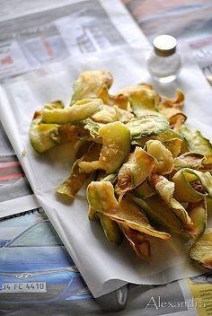 Τραγανά κολοκυθάκια τηγανητά Veg Recipes, Greek Recipes, Vegetarian Recipes, Cooking Recipes, Xmas Recipes, Family Recipes, Greek Cooking, Xmas Food, Happy Foods