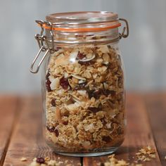 Recipe with video instructions: You'll go coco-nuts for this granola! Vegan Dessert Recipes, Raw Food Recipes, Desserts With Oats, Churros, Healthy Egg Breakfast, Brunch, Healthy Snacks, Coconut Flakes, Coconut Oil