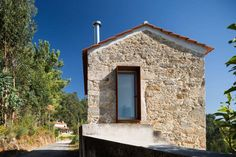 Paulo Martins Revamps A Countryside House in Portugal — urdesignmag Old Stone Houses, Barn Renovation, Architectural Photographers, Metal Homes, Modern Buildings, Traditional House, Interior Architecture, House Design, House Styles