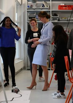 Kate Middleton Photos Photos - Catherine, Duchess of Cambridge attends a robotics class at Bouwkeet workshop project for teenagers on October 2016 in Rotterdam, Netherlands - The Duchess Of Cambridge Visits The Netherlands Princess Kate Middleton, Kate Middleton Photos, Kate Middleton Style, Catherine Walker, Prince William And Catherine, William Kate, Catherine Cambridge, Duchess Of Cambridge, Duchess Kate