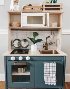 Diy Kids Kitchen, Ikea Play Kitchen, Gold Kitchen, Play Kitchens, Dinette Ikea, Marie Claire, Duktig, Toddler Playroom, Toys