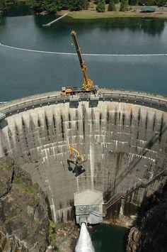 Amazing Engineering: 175 ton picking a John Deere 225 Excavator from 200 feet below at the base of Cushman Dam.