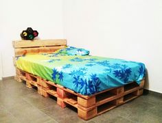Bed with pallets