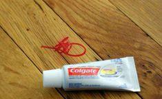 """Limpar superfícies sujas manchadas  om """"canetinha"""" utilize psta de dente."""
