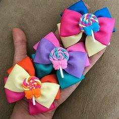 Create and Decorate: 35 Sewing Hacks, Tips, And Tricks For Your DIY Projects Ribbon Hair Bows, Diy Ribbon, Ribbon Crafts, Kids Hair Bows, Girls Bows, Baby Girl Hair Accessories, Fancy Bows, Boutique Hair Bows, Bow Tutorial