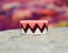 Items similar to PEYOTE RING – Mohawk on Etsy - noynade. Peyote Beading, Loom Bracelet Patterns, Bead Loom Bracelets, Jewelry Patterns, Beaded Rings, Beaded Jewelry, Handmade Jewelry, Beaded Bracelets, Bead Weaving