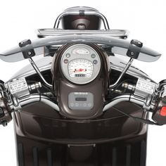 Find information about the world's most iconic scooter brand, Vespa, its latest model lineup, and dealer networks. Since Vespa has been an icon of Italian style loved around the world. Vespa Scooters For Sale, Motor Scooters, Vespa Gtv, Vespa Lambretta, Vespa Special, Vespa Models, Italian Scooter, Fuel Injection, Rear Brakes
