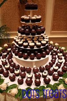 Beautifully Arranged Wedding Cupcakes! : Wedding Cupcakes Ideas