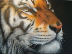 Airbrushed tiger-1 from www.ecoleaerographe.comelmet