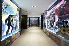 Caroscope Novoceram - Illustration Maria Corte - Beatles #showroom #scenographie #fresque #carrelage  http://www.novoceram.fr/blog/scenographies/caroscope