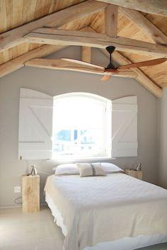 50 beautiful loft bedroom designs and ideas - Jonny haus - Schlafzimmer Attic Bedroom Designs, Attic Bedrooms, Bedroom Loft, Bedroom Styles, Home Bedroom, Master Bedroom, Bedroom Decor, Bedroom Ideas, Attic Spaces