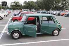 Mini with four doors. The factory could have produced a car like this, but I suppose the 1100/1300 was the preferred option. Even the Metro, intended as the replacement for the Mini, didn't get five doors until 1984.
