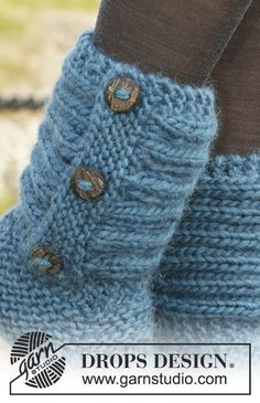 Knitted DROPS slippers in garter st with rib in Andes. Free pattern by DROPS Design. Outlander Knitting Patterns, Knitting Paterns, Easy Knitting, Loom Knitting, Knitting Stitches, Knitting Socks, Crochet Patterns, Crochet Slipper Boots, Knitted Slippers