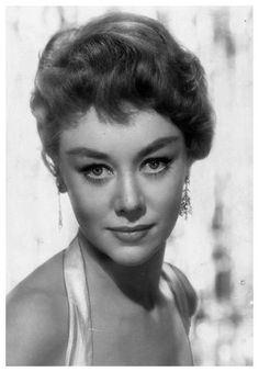 Glynis Johns << Such a charming lady! Love her movies, she always makes me laugh.