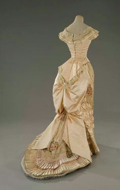The Age of Innocence movie costume