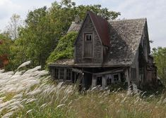 Abandoned Farm Houses, Old Abandoned Buildings, Old Farm Houses, Abandoned Mansions, Old Buildings, Abandoned Places, Abandoned Castles, Abandoned Mansion For Sale, Old Houses For Sale