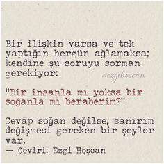 """Bir ilişkin varsa ve tek yaptığın her gün ağlamaksa; kendine şu soruyu sorman gerekiyor: """"bir insanla mı yoksa bir soğanla mı birlikteyim?"""" Çeviri : Ezgi Hoşcan"""