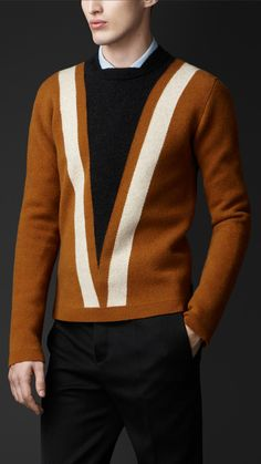 Burberry chevron wool cashmere sweater in toffee. Mens Fashion Sweaters, Men Sweater, Stylish Men, Men Casual, Masculine Style, Men Street, Vintage Design, Well Dressed Men, Mode Style