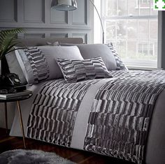 Add the look of luxury to your bedroom with sumptuous patterned fabrics and the elegant duvet set. Duvet set comprises of duvet cover and pillowcase(s), one with the single and two with the double, king and super king. King Duvet Cover Sets, Double Duvet Covers, Single Duvet Cover, Bed Duvet Covers, Duvet Sets, Grey Duvet, Velvet Duvet, E Bay, Luxury Bedding