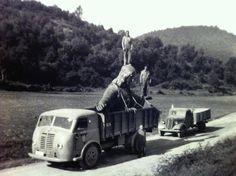 Trasladando desde Olot la estatua del Cristo del Tibidabo #Barcelona (principios de 1960)