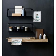 Wandregal Metall von DE EEKHOORN The modern wall shelf made of metal by DE EEKHOORN is painted black and can be easily combined. Kitchen Interior, Room Interior, Interior Design Living Room, Kitchen Decor, Kitchen Wall Shelves, Bathroom Shelves, Shelf Wall, Bathroom Accessories, Home Accessories