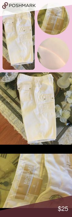 ⛵️Super cute Michael Kors white Bermuda shorts These were my moms and she wore them very few times!!! They look brand new Michael Kors Shorts Bermudas