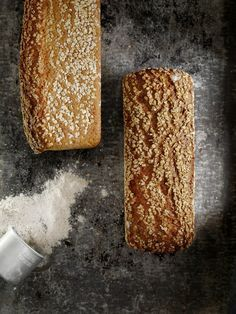 - Grovbrød med Bygg og Havre - WholeGrain Barley and Oat Bread, - soaking wholegrain flour Our Daily Bread, Whole Grain Bread, Recipe Box, Scones, Bread Recipes, Baked Goods, Banana Bread, Waffles, Food And Drink