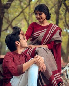 Young Couples Photography, Indian Wedding Couple Photography, Couple Photography Poses, Indian Photoshoot, Couple Photoshoot Poses, Couple Posing, Love Couple Photo, Cute Love Couple, Dehati Girl Photo
