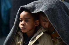 7 migran meninggal saat perahu yang mereka tumpangi tenggelam di lepas pantai Libya  LIBYA(Arrahmah.com) - Sedikitnya tujuh orang meninggal saat perahu yang ditumpangi para migran tenggelam di lepas pantai Libya.  Angkatan Laut Italia Rabu (25/5/2016) mengatakan sedikitnya tujuh migran tenggelam di lepas pantai Libya saat perahu penuh sesak yang mereka tumpangi untuk bepergian terbalik dan tenggelam AFP melaporkan.  Selama operasi penyelamatan 500 orang ditarik ke tempat yang aman oleh…