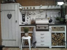 An outdoor kitchen can be an addition to your home and backyard that can completely change your style of living and entertaining. Outdoor Seating, Outdoor Rooms, Outdoor Dining, Outdoor Decor, Outdoor Projects, Bbq Kitchen, Summer Kitchen, Outdoor Cooking, Outdoor Entertaining