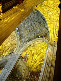one of the prettiest things i saw in Spain! Seville Cathedral