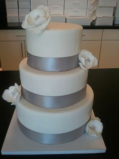 Simple, Modern Wedding Cake