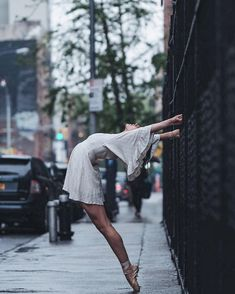 A few months ago we featured Omar Roble's amazing photographs of ballet dancers on the streets of Cuba. Well now he's back with another mesmerizing collection of famous dancers performing on the streets of New York City. Ballet Images, Ballet Photos, Dance Photos, Dance Pictures, Ballet Dance Photography, Dance Photo Shoot, Famous Dancers, Street Dance, Dance Art
