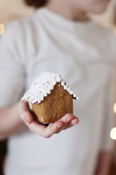 gingerbread house// Maybe for next year's Christmas Tea. The girls could make these instead of decorating cookies.