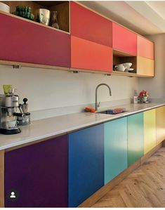 Colour queen and interior designer Sophie Robinson takes a look at several kitchen comapnies who offer colourful deisgn options. Kitchen Cupboard Colours, Kitchen Cupboards, Kitchen Colors, Kitchen Furniture, Kitchen Interior, New Kitchen, Kitchen Decor, Howdens Kitchens, Home Kitchens
