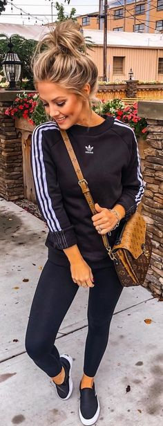 Pretty Fall Outfits To Inspire Yourself schwarz-weißer adidas Trainingsanzug. Addidas Leggings Outfit, Adidas Outfit, Sporty Outfits, Fall Outfits, Look Adidas, Nike Pullover, Pinterest Fashion, Fall Fashion Trends, Autumn Fashion