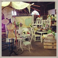 What you need to know before doing a vintage market - Noble Vintage Antique Booth Displays, Antique Mall Booth, Antique Shops, Flea Market Booth, Flea Market Style, Market Displays, Store Displays, Retail Displays, Victorian Furniture