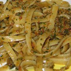 PESTO DE TOMATE SECO - Sobre a receita: Este molho pode ser usando em massas ou em sanduíches. Esta receita é vegana.